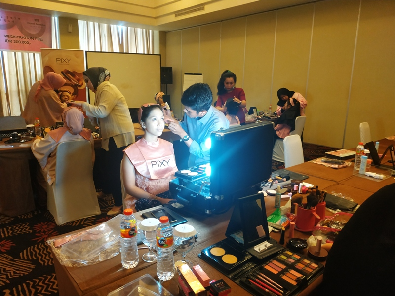 Beauty Competition Hotel Santika, Pixy Cosmetic Diskon 25 Persen