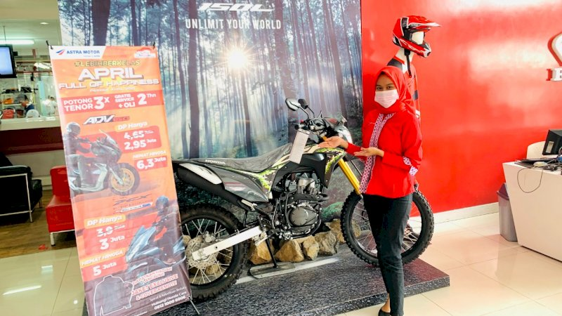 Asmo Gelar April Full of Happiness, Pelanggan Bawa Pulang Motor Honda dengan DP Hanya Sejutaan
